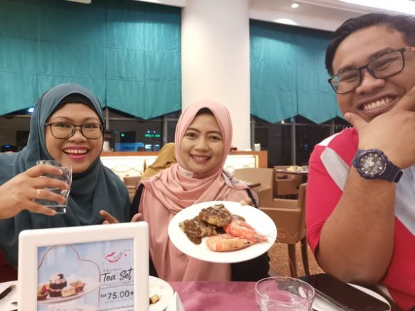 4 n 1 Buffet Dinner di Restoran Royal Songket